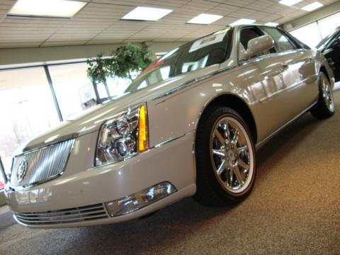 White Diamond Tri-coat Cadillac DTS Biarritz Edition.  Click to enlarge.