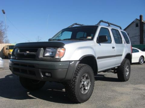 Silver Ice Metallic 2000 Nissan Xterra XE V6 4x4 with Dusk interior Silver