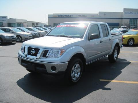Radiant Silver Metallic Nissan Frontier SE Crew Cab 4x4.  Click to enlarge.