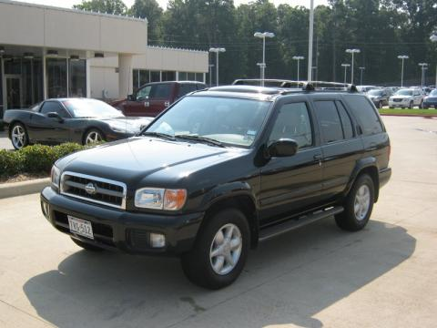 Super Black Nissan Pathfinder LE. Click To Enlarge.