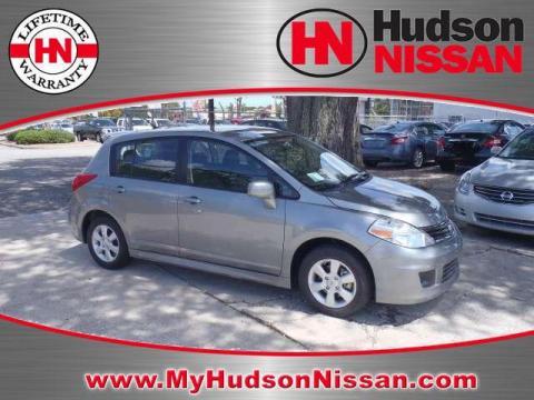nissan versa hatchback interior. Metallic 2011 Nissan Versa