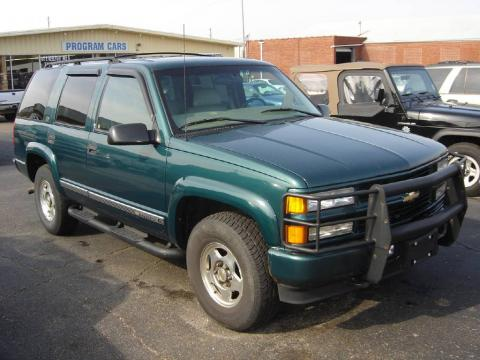 Emerald Green Metallic 2000 Chevrolet Tahoe Z71 4x4 with Medium Oak interior