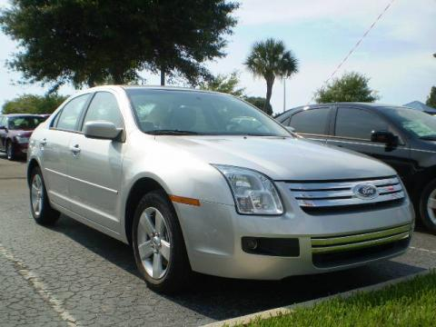 Brilliant Silver Metallic 2009 Ford Fusion SE V6 with Medium Light Stone
