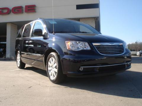 2011 Chrysler Town And Country Touring L. Blackberry Pearl 2011 Chrysler