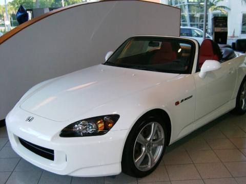 White Honda S2000 Cr