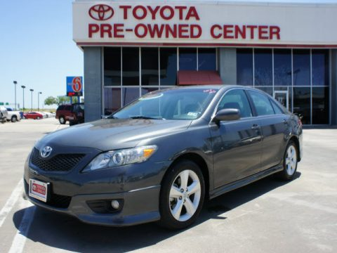 Magnetic Gray Metallic Toyota Camry SE.  Click to enlarge.
