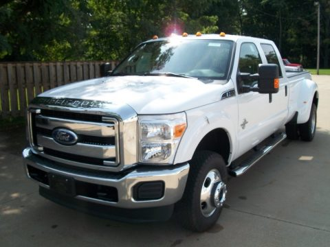 Oxford White Ford F350 Super Duty XLT Crew Cab 4x4 Dually.  Click to enlarge.