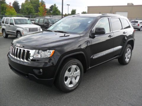 Brilliant Black Crystal Pearl Jeep Grand Cherokee Laredo X Package 4x4.  Click to enlarge.