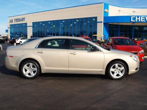 2009 chevrolet malibu reviews pictures and prices us news. Black Bedroom Furniture Sets. Home Design Ideas