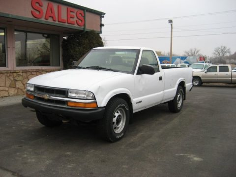 Summit White Chevrolet S10 LS Regular Cab 4x4.  Click to enlarge.