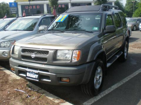 Gold Rush Metallic 2001 Nissan Xterra XE V6 4x4 with Dusk Gray interior Gold