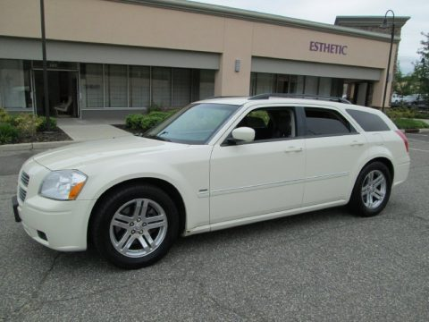 Cool Vanilla White Dodge Magnum R/T.  Click to enlarge.