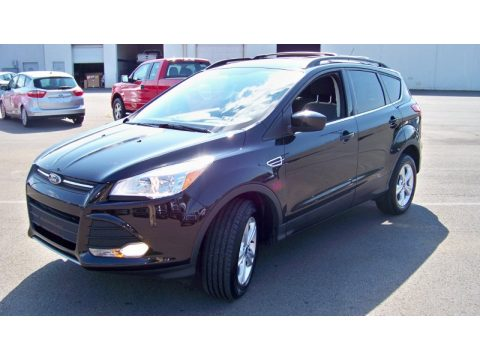 Tuxedo Black Metallic Ford Escape SE 2.0L EcoBoost 4WD.  Click to enlarge.