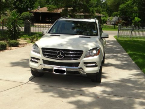 Diamond White Metallic Mercedes-Benz ML 350 4Matic.  Click to enlarge.